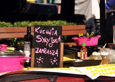 Tabliczka z napisem: Kuchnia syryjska zaprasza