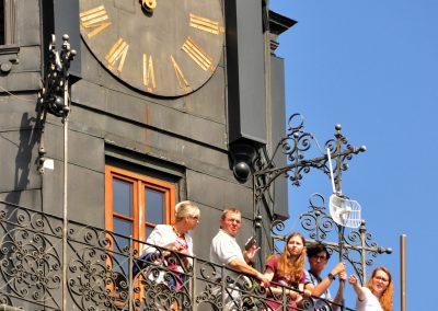 Turyści na wieży ratusza