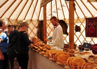 Ludzie w jurcie tatarskiej
